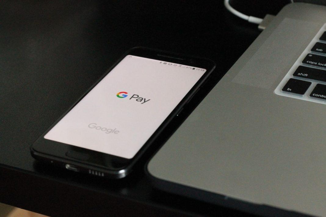 Un portable affichant le service Google Pay