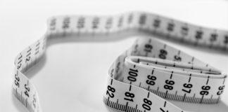 Un mètre à ruban pour mesurer le tour de taille