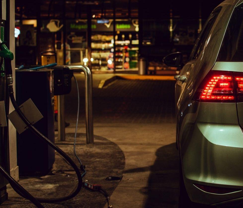 Le ministre de l'Intérieur Christophe Castaner a rappelé cette semaine qu'« Il n'y a pas de risque de pénurie » de carburant en France, après que deux dépôts sur les 200 que compte notre pays ont fait « l'objet d'un blocage ».