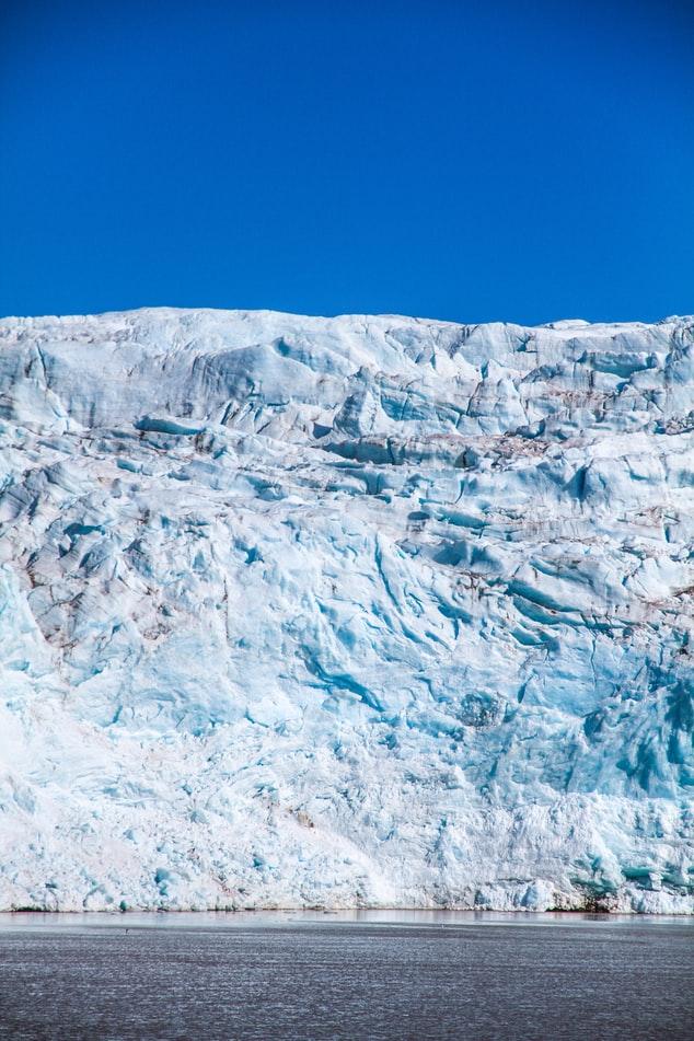 Un glacier dans l'archipel de Svalbard en Norvège.